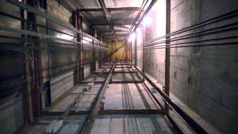 Энгельсский рабочий выжил после падения с четвертого этажа