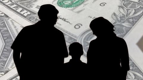 Нерадивая мать задолжала более 100 тысяч по алиментам
