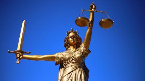 Женщина-адвокат обвиняется в крупном мошенничестве