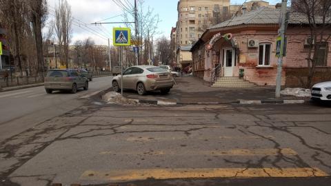 Очередной автохам замечен в центре Саратова