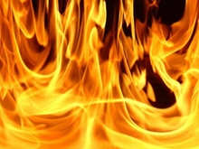 Жильцов горящего дома спускали по автолестницам