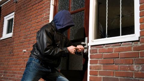 Жителя Балашовского района подозревают в квартирной краже