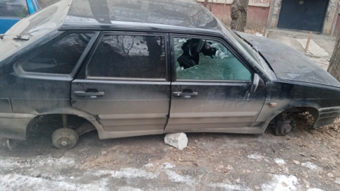 Саратовцев предупреждают об опасности кражи колес