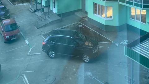 Авто энгельсского автохама предлагают закидать кирпичами