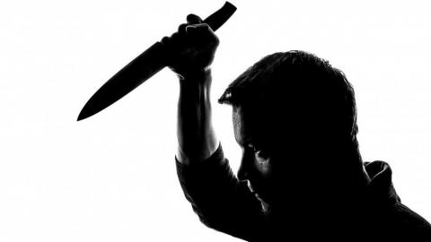 Угрожая ножом, пострадавший в ДТП возместил ущерб ёлочными игрушками