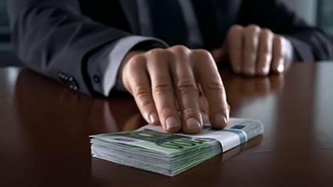 «Новые крепостные»: главврач отбирала у подчиненных зарплату