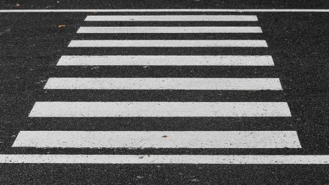 Саратовец сбил на пешеходном переходе женщину с двумя детьми