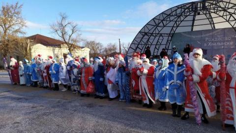 Дети не успели попасть на парад Дедов Морозов в Хвалынске
