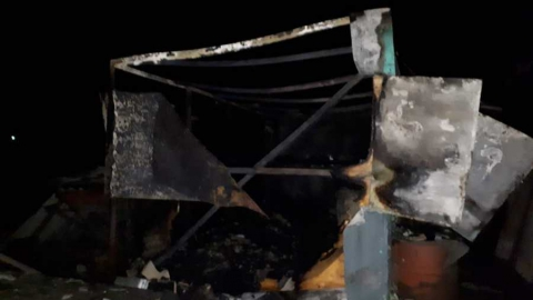 Очередной любитель покурить в постели погиб на пожаре в бытовке
