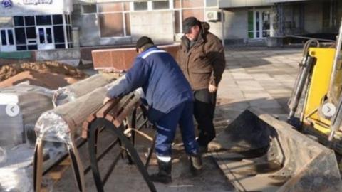 Михаил Исаев: на проспекте Кирова продолжается монтаж урн и лавочек