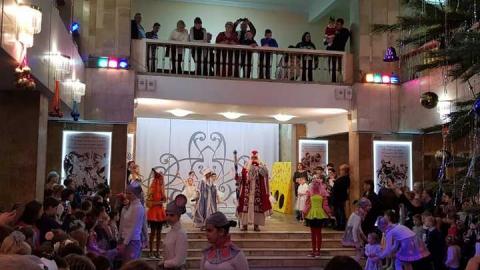Более 700 жителей Ленинского района посетили благотворительную елку и получили подарки от депутатов и администрации района