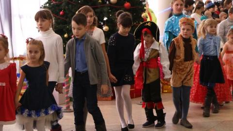 Дети из многодетных семей получили 500 новогодних подарков