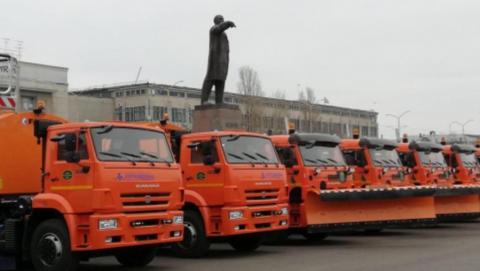Небольшой снег в Саратове: коммунальщики вывели на улицы более двухсот машин