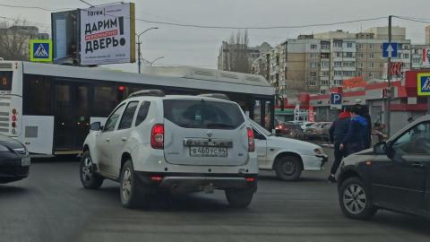 Авария у рынка на Топольчанской портит горожанам праздник