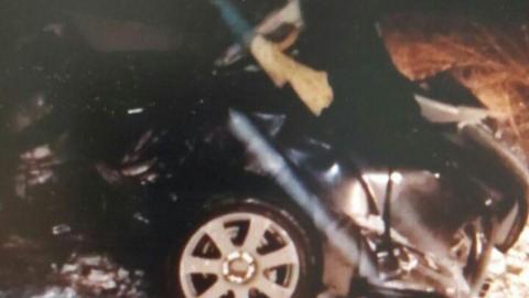 Парень на Mercedes врезался в столб в Балаковском районе