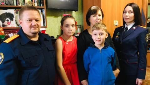 В Балашове следователи поздравили с Рождеством семью, совершившую чудо