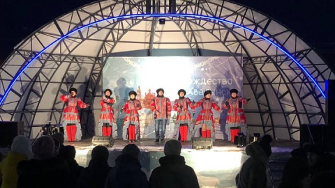 В Хвалынске отметили Рождество в «Резной сказке»