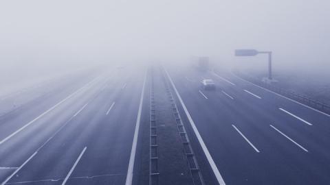 Уровень опасности на дорогах повысился из-за тумана