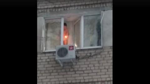 Балаковский мальчик голышом играл с огнем у открытого окна - Видео