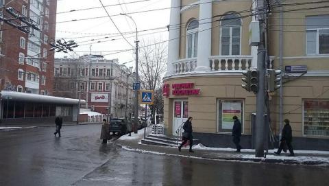 Светофоры отключились на одном из главных перекрестков Саратова