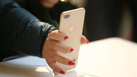 Безработная саратовчанка украла два iPhone