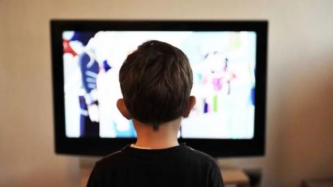 Роспотребнадзор: Просмотр ТВ провоцирует ночные кошмары у детей