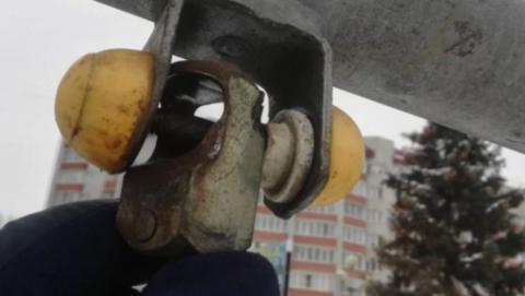 Администрация Энгельса: опасная детская площадка будет отремонтирована