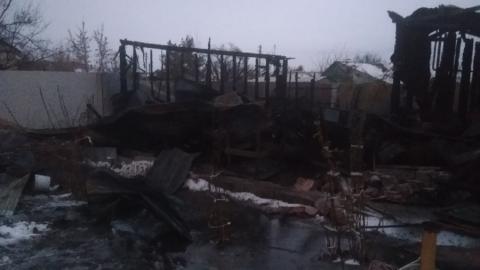 Потерявшие на пожаре дом пенсионеры нуждаются в помощи