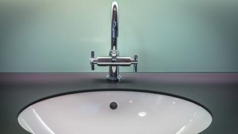 КВС сообщили об отключении воды в центре Саратова