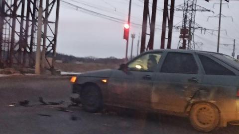 Разбросанные аварией машины перегородили движение на Топольчанской