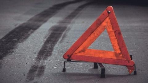 Иномарка сбила подростка на тротуаре