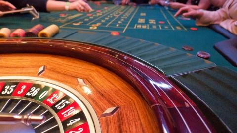 Три ведомства нагрянули в подпольное казино во время игры