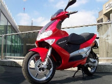 Владельцам скутеров придется получать права