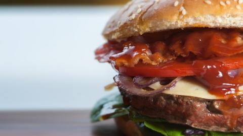 Саратовцы едят гамбургеры вместо хлеба