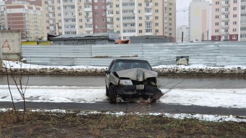 Саратовцев озадачила разбитая машина