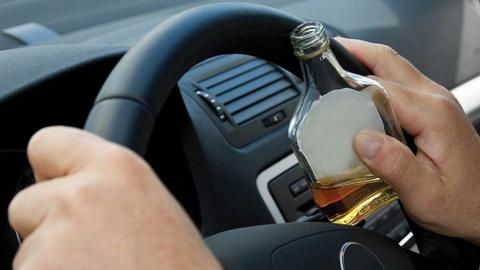 Автоинспекторы поймали четырех любителей пьянствовать за рулем
