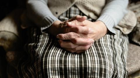 Подозреваемый в убийстве престарелой матери отказывается давать показания