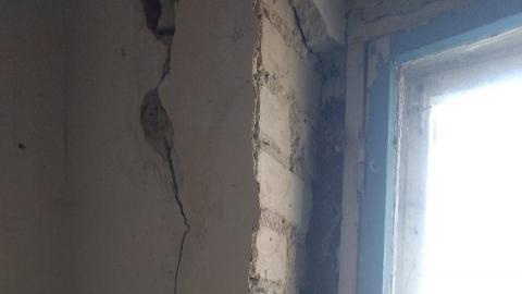 Жители разваливающегося дома просят о помощи