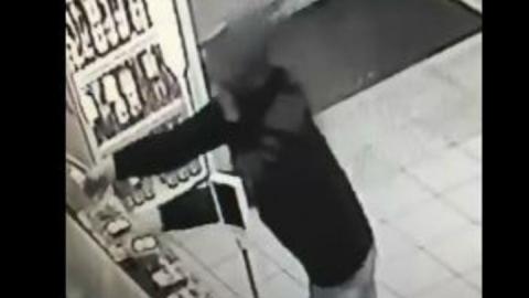 Саратовцев объединил похититель сухариков из пивного магазина | Видео