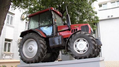 Крестьянское хозяйство может лишиться трактора из-за долга