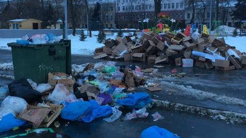 Соцсети заметили горы мусора на Театральной площади