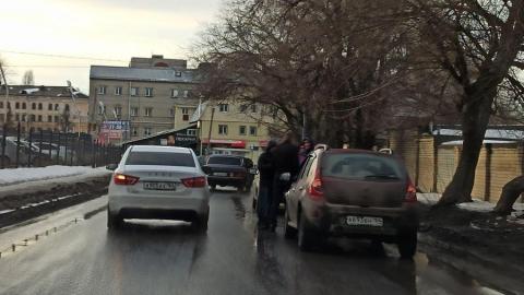 Тройная авария собирает огромную пробку по пути в Солнечный