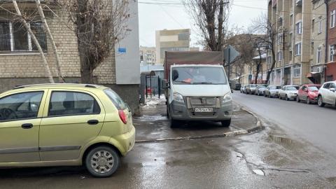 Саратовцы заметили грузовик автохама в центре города