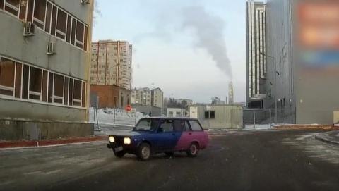 «Стритрейсера» на неисправной сине-розовой «четверке» задержали в Ленинском районе | Видео