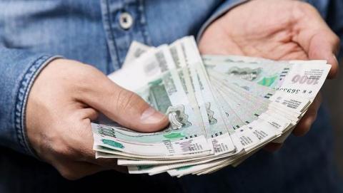 Лишенным зарплаты работникам вернули 160 тысяч рублей