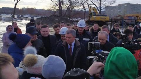Вячеслав Володин: Люди денежки застройщику понесли, а тут пустырь с собаками!