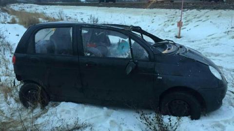 Двое детей пострадали, когда машина их матери вылетела с дороги