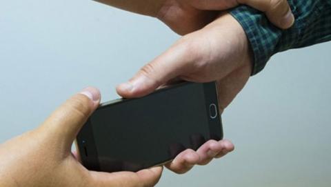 Кража фиолетового смартфона стала для саратовского рецидивиста 21-м преступлением