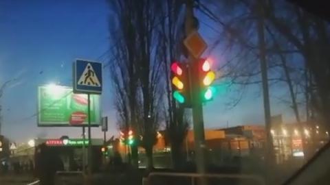 «Веселые» светофоры озадачили жителей Заводского|Видео