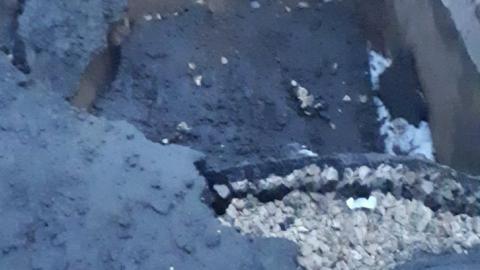 «Переправа-переправа»: в Затоне нашли огромную дыру в асфальте